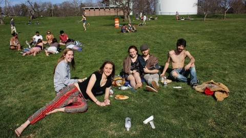 Caroline Dennett, Susannah Wright, Becca Fox, Ben Hyland, and Matt Zavalick chill out in style on Orchard hill. (Photo by Adria Kelly-Sullenger)
