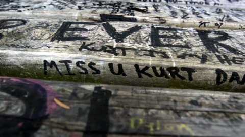Messages left on a bench in Viretta Park along Lake Washington next to the home where Kurt Cobain and Courtney Love lived and Cobain took his own life. (Alan Berner/Seattle Times/MCT)