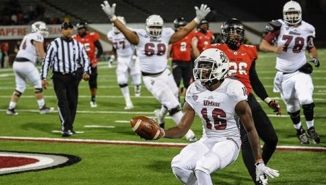 UMass trumps Ball State 24-10, loses Frohnapfel to right leg injury