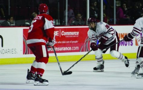 UMass hockey swept by Maine in weekend series