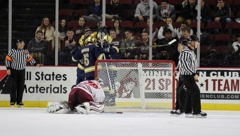 UMass hockey fails to sweep Fighting Irish, prepares for Sunday's deciding matchup