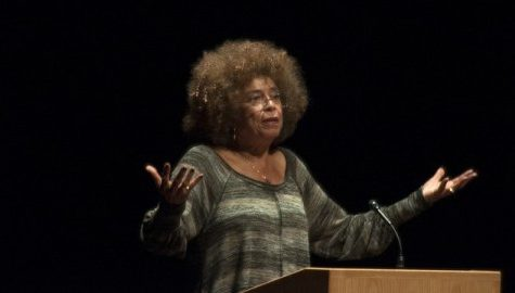 Angela Davis condemns the prison industrial complex in campus talk