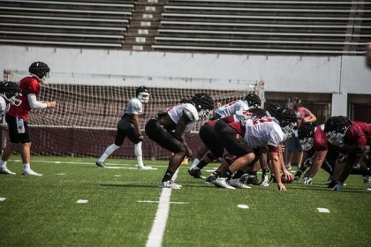 UMass football prepares for Temple's strong defense, prolific pass rush