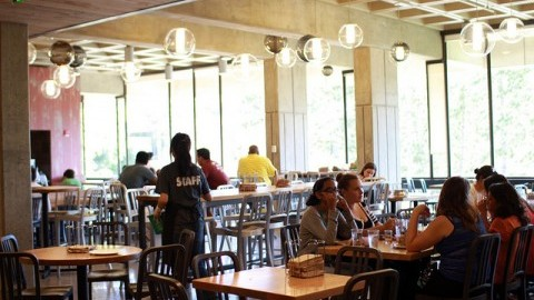Hampshire Dining Hall. Juliette Sandleitner/Daily Collegian