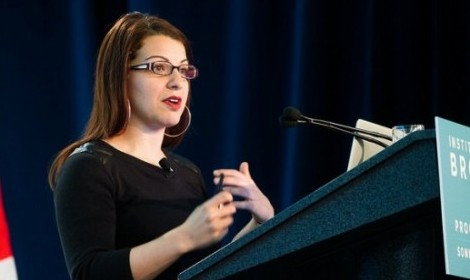 Feminist pop culture critic Anita Sarkeesian talks media tropes at UMass