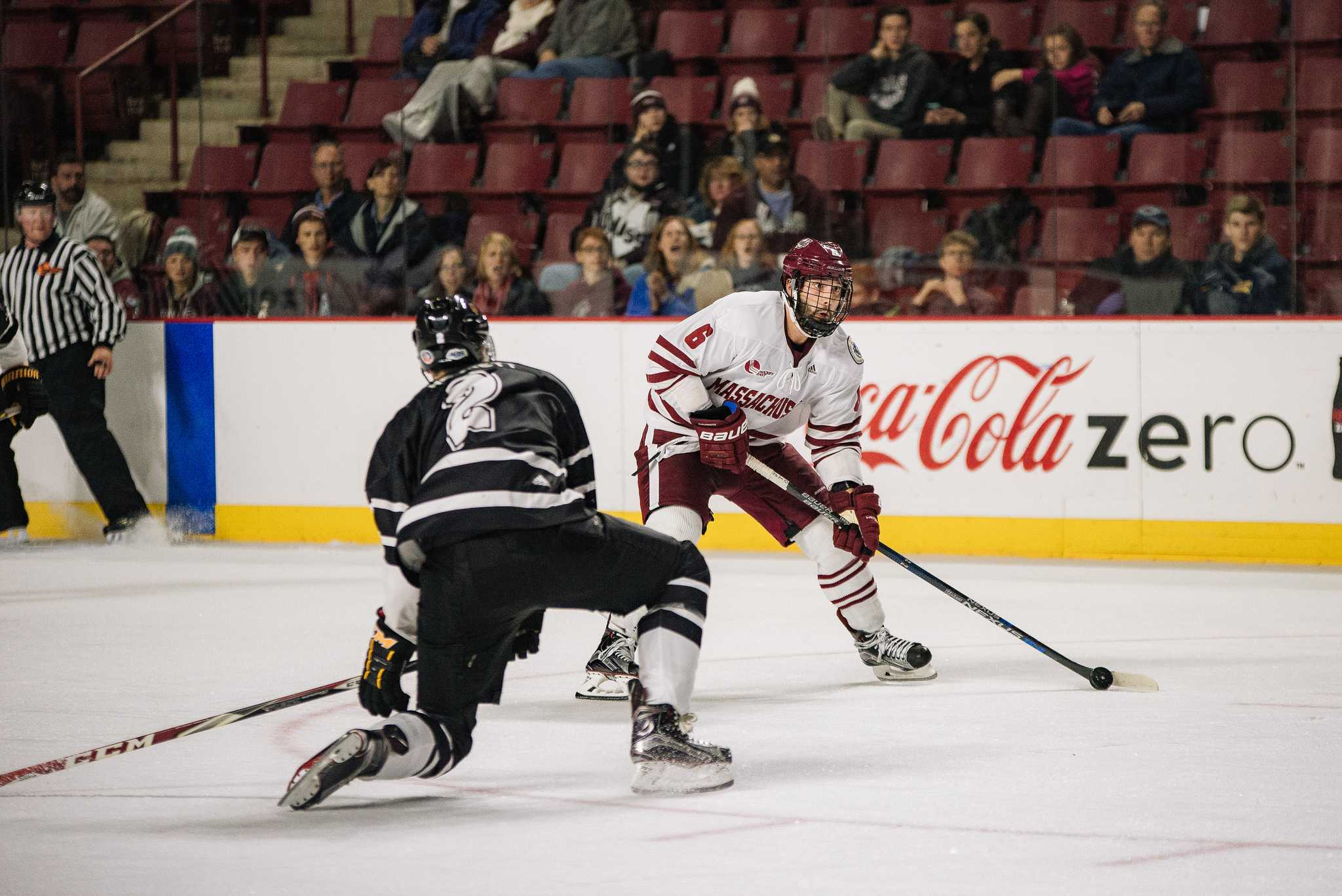 UMass hockey defeats UConn 5-3, sweeps weekend doubleheader