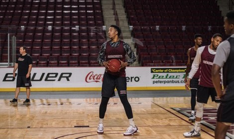 Cyr: Set your expectations low for 2015-16 as UMass basketball enters transition year
