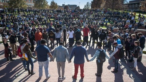 (Protesters, students and media fill Traditions Plaza during a press conference following the Concerned Students 1950 protest on Monday, Nov. 9 2015, in Columbia, Mo. Michael Cali/San Diego Union-Tribune/TNS)