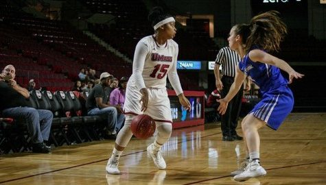 Cierra Dillard's four-point play helps UMass women's basketball edge Hofstra Wednesday