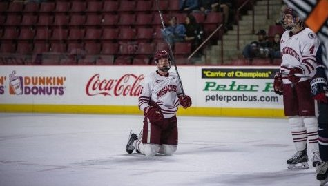 UMass hockey drops second game of series against No. 11 UMass-Lowell