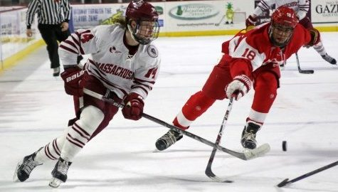 UMass hockey loses ninth straight, falls to No. 9 BU 6-3