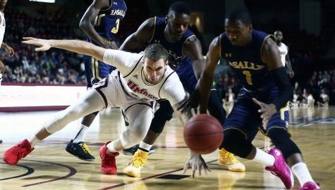 UMass men's basketball takes care of La Salle in regular season finale, clinches No. 10 seed in A-10 tournament