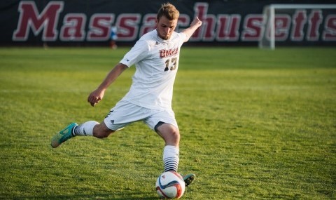 UMass men's soccer falls to No. 6 Syracuse in season opener