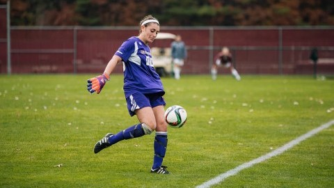 Minutewomen soccer losses another low-scoring game to Richmond 1-0