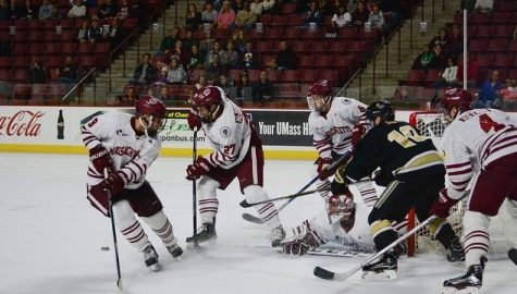 UMass hockey suffers tough 3-2 loss in first road game of the season
