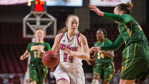 UMass women's basketball splits pair at Hawkeye Classic over weekend