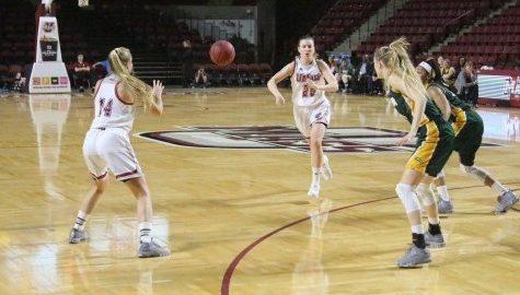 UMass women's basketball falls apart in the fourth quarter in 71-55 loss to Hofstra