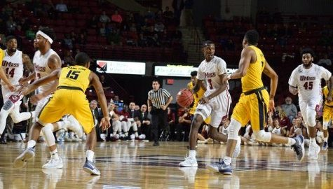 UMass men's basketball struggles against 2-3 zone behind poor shooting performance