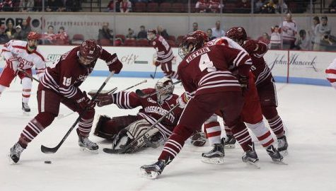 UMass hockey falls at No. 3 BU despite 42 saves from Ryan Wischow