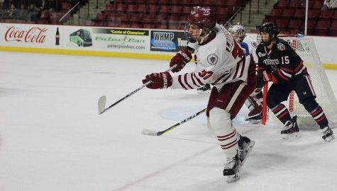 UMass hockey's offense breaks out in 6-5 loss to Northeastern