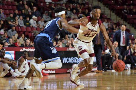 Multiple players step up for UMass men's basketball in loss