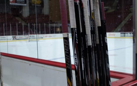 UMass club hockey splits weekend series