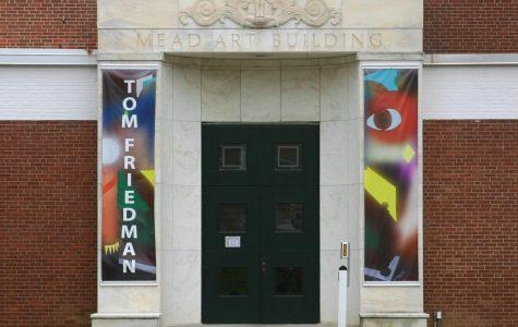安默斯特学院的学生强调艺术多样性对于社区的重要性