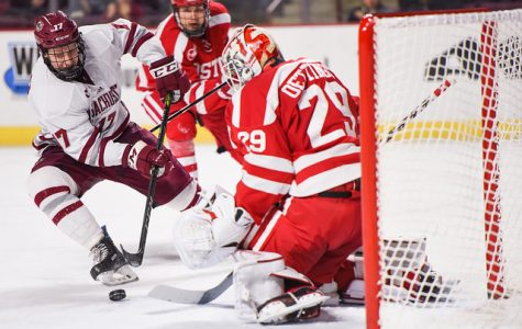 Boston University hands UMass hockey its fifth straight loss with 3-2 win