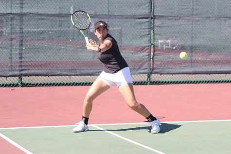 Tennis team posts mixed results