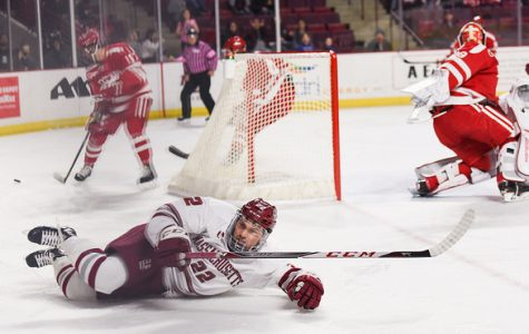 Overturned second period goal prompts UMass' 3-2 loss