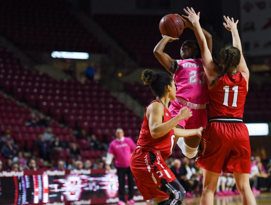 UMass+women%27s+basketball+pulls+off+70-68+victory+over+Davidson+in+annual+Play4Kay+game
