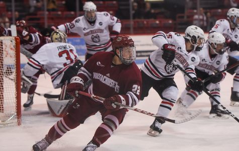 UMass hockey falls late at Northeastern in series opener