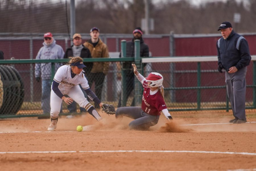 Offensive+explosion+leads+to+two+wins+for+UMass+softball