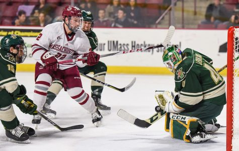 Vermont spoils UMass hockey's comeback Friday night