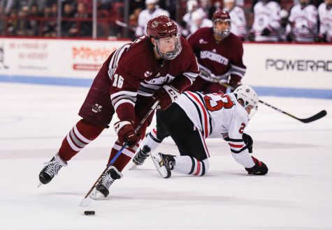 UMass hockey falls to No. 11 UMass-Lowell 4-1