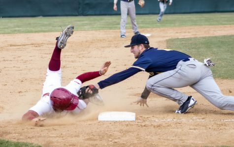 UMass baseball drops game three with La Salle