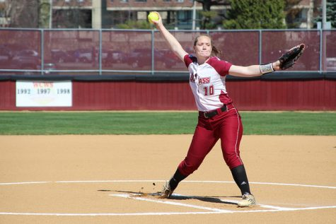 UMass softball sweeps doubleheader against Yale