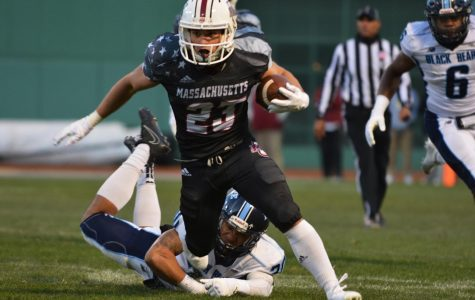 Isabella explodes for UMass football in win over Duquesne