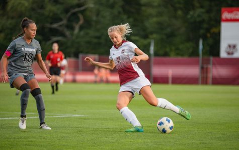 Jenna Thomas helps lead Minutewomen past Explorers in 3-1 win