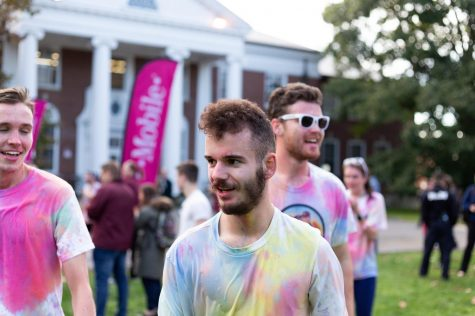 Hundreds participate in UMass Multicolor Mile