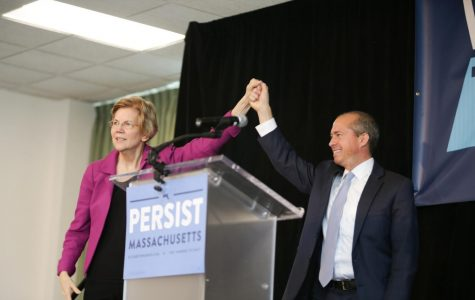 Sen. Elizabeth Warren, candidate for governor Jay Gonzalez visit UMass to encourage early voting