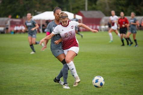 Offense stumbles as women's soccer falls to 0-3