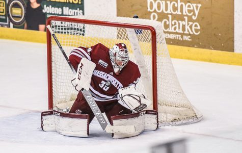 Fille Lindberg earns first collegiate win Saturday night with UMass hockey