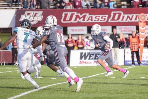 UMass football looks to get back in win column against Connecticut