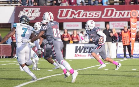 UMass football struggles in second half, falls 24-13 to Coastal Carolina