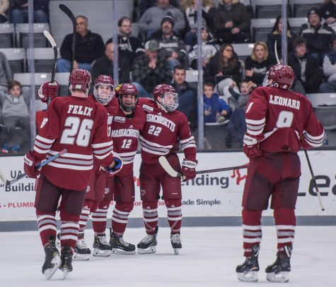 UMass hockey's 4-2 win over UConn spurred by offensive explosion late in the second period
