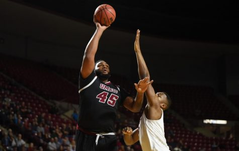 UMass blows out Southern Illinois on Thanksgiving