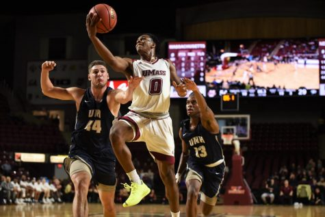 UMass drops 2nd-straight game to Black Bears at Mullins