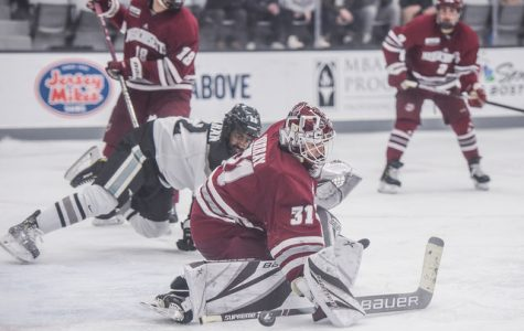No. 9 UMass defeats No. 4 Providence, 3-2, in pivotal Hockey East sweep