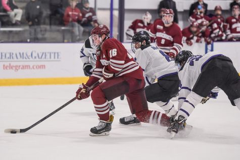 UMass hockey falls to No. 2 Boston University in high-scoring affair